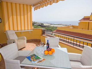 3-bedr, and 3-bath apartment with stunning views and private garage