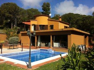 Villa 250m2, jardin, piscine privee, ideale pour sejour en famille ou entre amis