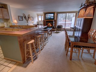 Liftside 14B walk to lifts, FREE WIFI, Great Views, FREE Shuttle to RR By Summit