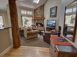 Starfire 1990 Spacious 3Bdrm Townhome by Summitcove Lodging