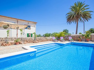 Spacious villa in Llubí with Parking, Internet, Washing machine, Pool
