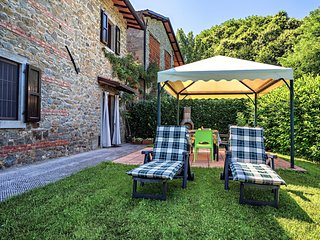 Spacious house very close to the centre of Castelnuovo di Garfagnana with Parkin