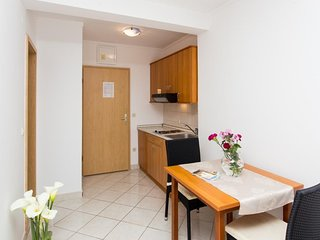 Cosy studio very close to the centre of Zaton with Parking, Internet, Air condit