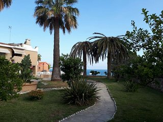 Spacious apartment a short walk away (279 m) from the 'PLAYA DEL MIRACLE' in Tar