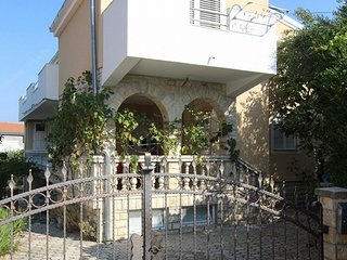 Spacious apartment in the center of Pirovac with Parking, Internet, Washing mach