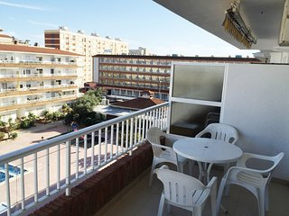 Cozy apartment a short walk away (394 m) from the 'Playa de S'Abanell' in Blanes