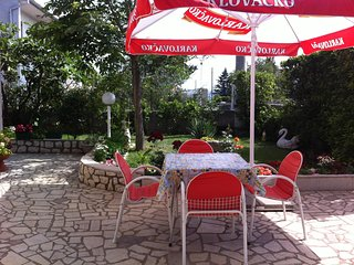 Spacious apartment in the center of Novi Vinodolski with Parking, Internet, Wash