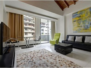 Spacious apartment in Medellín with Parking, Internet, Balcony