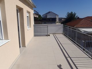 Cozy apartment in the center of Okrug Gornji with Parking, Air conditioning, Bal