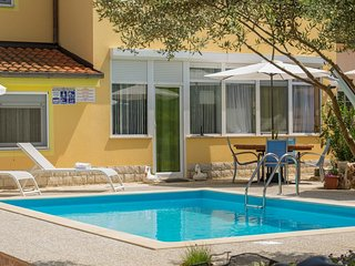Spacious apartment in Brčići with Internet, Air conditioning, Pool, Terrace