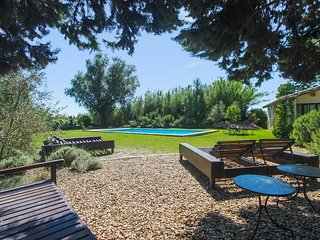 Spacious villa in the center of Maussane-les-Alpilles with Parking, Internet, Wa