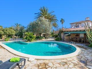 Spacious villa in the center of Las Palmeras with Parking, Internet, Washing mac
