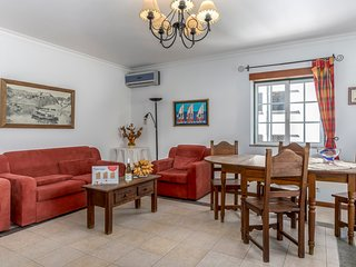 Spacious apartment in the center of Vila Real de Santo António with Internet, Ai