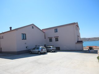 Cozy apartment in the center of Rtina with Parking, Internet, Air conditioning,