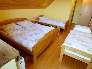 Cozy apartment in the center of Resnik with Parking, Internet, Balcony, Terrace