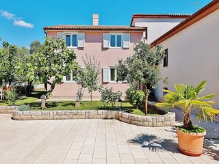 Cozy apartment in Pula with Parking, Internet, Air conditioning, Pool