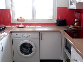 Cozy apartment in the center of Paray-Vieille-Poste with Parking, Internet, Wash