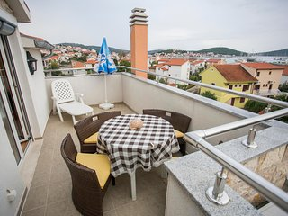 Spacious apartment in the center of Rogoznica with Parking, Internet, Washing ma