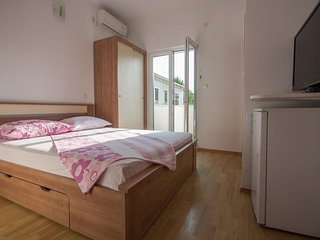Cozy room in the center of Kupari with Parking, Internet, Air conditioning, Balc
