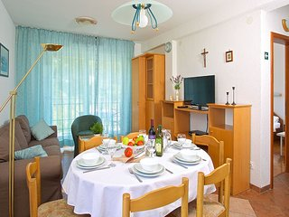 Spacious apartment in the center of Jelsa with Parking, Internet, Air conditioni