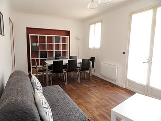 Spacious apartment close to the center of Antibes with Internet, Washing machine