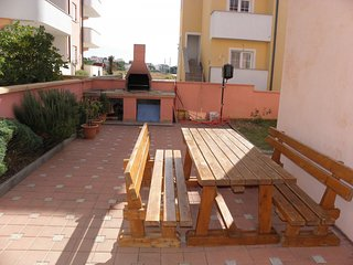 Spacious apartment very close to the centre of Povljana with Parking, Internet,