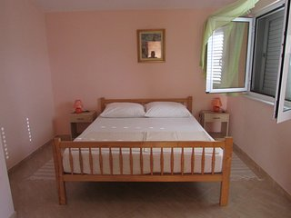 Cozy apartment in the center of Vir with Parking, Internet, Air conditioning, Ba