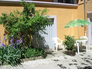 Cozy apartment very close to the centre of Salins-les-Bains with Parking, Intern