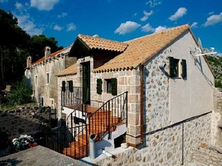 Cozy house in the center of Starigrad with Parking, Internet, Air conditioning,