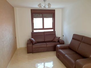 Spacious apartment very close to the centre of Melilla with Parking, Washing mac