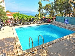 Cozy apartment in the center of Sutivan with Internet, Air conditioning, Pool, B