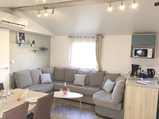 Cozy apartment in Saint-Julien-en-Born with Parking, Air conditioning, Pool, Ter