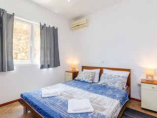 Cozy room in the center of Mokošica with Internet, Air conditioning
