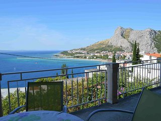 Spacious apartment in the center of Omis with Parking, Internet, Air conditionin