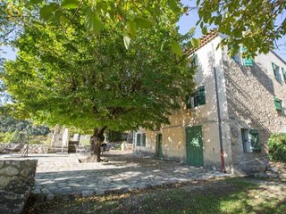 Spacious apartment in Mouans-Sartoux with Parking, Internet, Washing machine, Ai