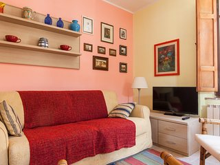 Spacious apartment in the center of Compignano with Internet, Washing machine, A