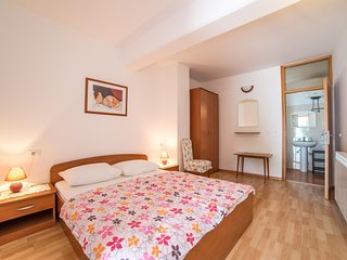 Cozy apartment close to the center of Rovinj with Parking, Internet, Terrace