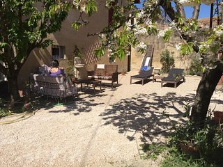 Spacious apartment in the center of Carpentras with Parking, Internet, Washing m