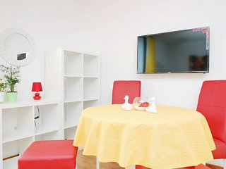 Cosy studio close to the center of Pula with Parking, Internet, Washing machine,