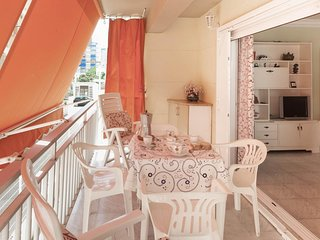 Spacious apartment in the center of Grau i Platja with Lift, Washing machine, Ba