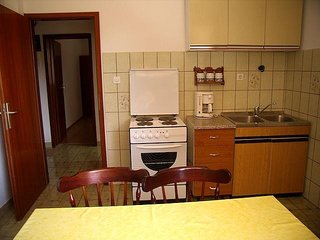 Cozy apartment in the center of Rogoznica with Parking, Internet, Air conditioni