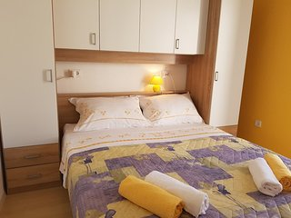 Cozy apartment in the center of Bol with Parking, Internet, Air conditioning, Te