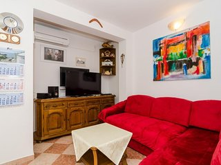 Spacious apartment in the center of Potomje with Parking, Internet, Balcony