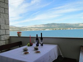 Cozy apartment in the center of Arbanija with Parking, Internet, Air conditionin