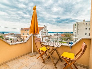 Spacious apartment in the center of Crikvenica with Parking, Internet, Washing m