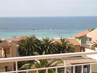 Spacious apartment close to the center of Alghero with Lift, Internet, Washing m