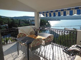 Cozy apartment in the center of Nečujam with Parking, Internet, Air conditioning