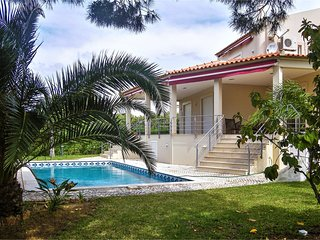 Spacious villa in Quarteira with Washing machine, Air conditioning, Pool, Garden