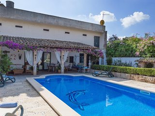 Spacious villa in Buger with Internet, Washing machine, Pool, Terrace