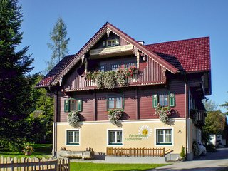 Spacious house in the center of Pruggern with Parking, Internet